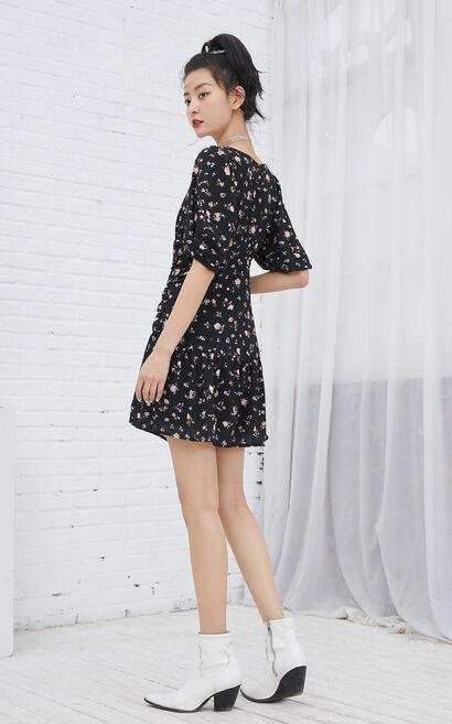 V領碎花抽褶洋裝, 黑, large