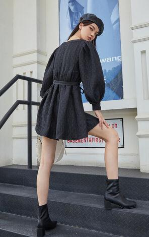 氣質泡泡袖紋理收腰洋裝